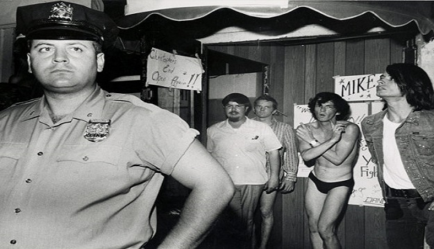 Stonewall Inn Raid, Riot