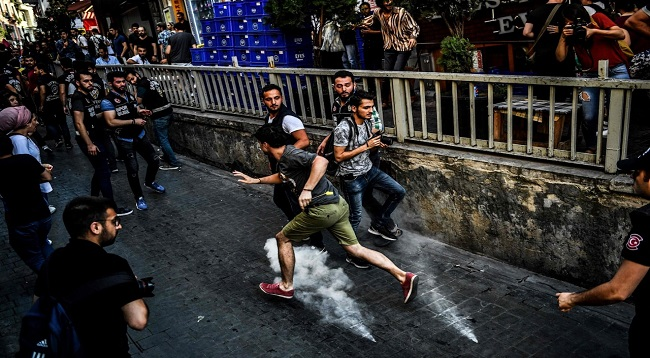 Turkish Police Water cannons Tear Gas