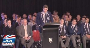 Catholic H.S Teen Gets Standing Ovation After Coming Out Gay
