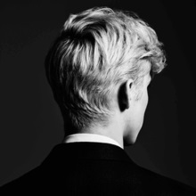 Troye_Sivan_-_Bloom_(Official_Album_Cover)
