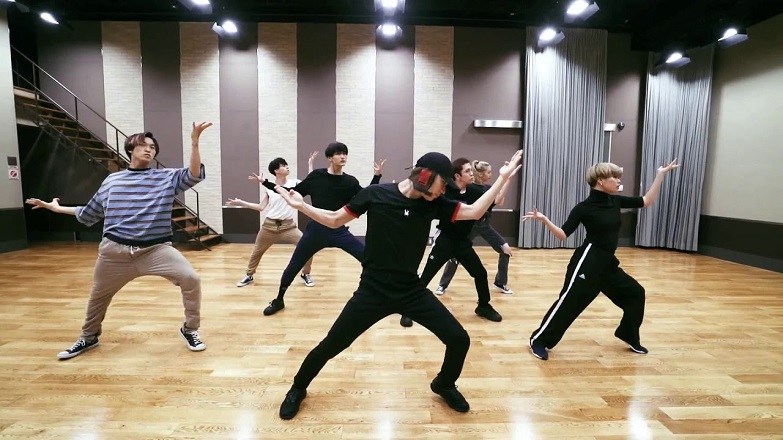 TAEMIN Drops 'Famous' Electrifying Dance Practice Video